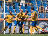 Fußball: Braunschweig stürmt an die Spitze: 6:1-Sieg gegen Club