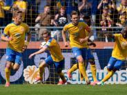 Sieg gegen den KSC: Braunschweig in der Relegation gegen Wolfsburg