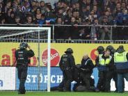 Rettig mit Teillob: Schock nach Chaoten-Attacke in Kiel gegen St. Pauli