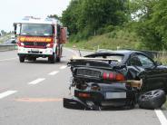 Aichach: Auto schleudert auf der B300 in Lastwagen