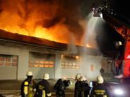 Aichach: Maschinenhalle brennt völlig nieder - halbe Million Euro Schaden
