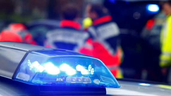 Zusmarshausen: Laster brennt auf A8 aus: Rechte Spur Richtung Stuttgart gesperrt