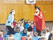 Aufführung: Schüler helfen, Prinzessin zu retten