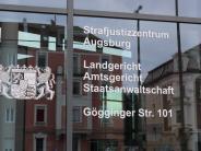 Prozess in Augsburg: Rabiater Rentner fährt Ordnerin an