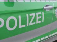Polizeibericht: Unbekannter fährt Auto an und flüchtet