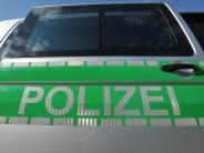 Polizeireport: Unbekannte überfallen jungen Mann