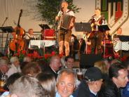 Pfingstfest: Hunderte singen gemeinsam im Festzelt