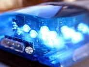Aichach-Klingen: Unfall: Mann aus Nordrhein-Westfalen wendet mit Auto auf B300