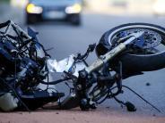 Oberallgäu: Tödlicher Unfall: Motorradfahrer stürzt und wird von Auto überfahren