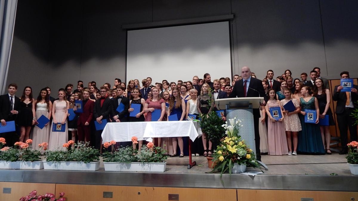 DeutschherrenGymnasium Aichach Über den roten Teppich