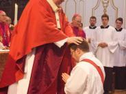 Kirche: Drei Diakone sind jetzt Priester