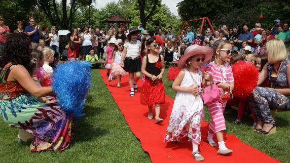 Feier Roter Teppich für die Kinder  Nachrichten Aichac