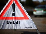 Mering: Fahrer weicht Auto aus und streift Pfosten