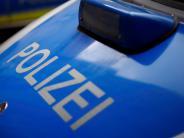 Aichach-Algertshausen: Unbekannter fährt Garagentor an und flüchtet