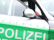 Augsburg: Manngreift Seniorin an und raubt sie aus