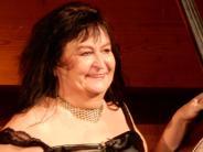 Konzert und Kabarett in Pöttmes: Weiße Lilien zum Geburtstag