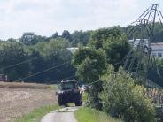 Aichach-Griesbeckerzell: Traktorfahrer beschädigt Telefonleitung