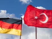 """Aichach: Deutschtürken in Aichach blicken gelassen auf die """"große Politik"""""""
