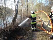Einsatz: Feuerwehr Mering muss den Weg freischlagen