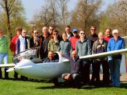 Flugplatzfest am 1. Mai: Segen für zwei Flugzeuge: ein Neues und ein Altes