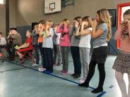 Besuch: Irischer Liedermacher an der Aindlinger Schule