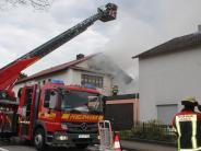 Aichach: Feuerwehr löscht zwei brennende Wohnhäuser: 380.000 Euro Schaden