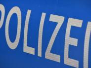 Aichach-Friedberg: Totalschaden: 27-Jährige überschlägt sich mit Auto