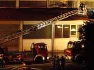 Polizei: Fabrikhalle brennt in Aindling: Großeinsatz