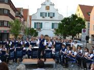 Konzert in Aichach: Vielseitig, frisch und leidenschaftlich auf dem Aichacher Stadtplatz