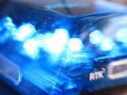 Pöttmes-Kühnhausen: Unfall: Autofahrer kollidiert mit Lastwagen und wird schwer verletzt