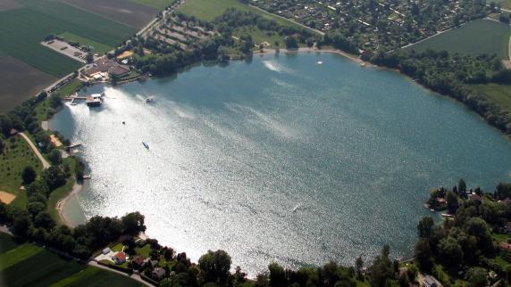Friedberger See: Taucher jagen Fische mit Harpune