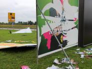 Plakate: Zerstörungswut im Schutz der Nacht