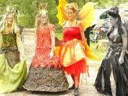 Herbstfest: Wilde Wikinger neben zarten Elfen