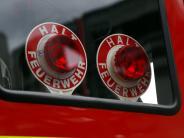 Polizei: Mann fährt Feuerwehrler an und geht danach auf ihn los