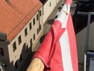 : Zachäusfahne und Bonbons vom Turm