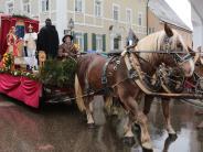 Brauchtum: Pünktlich zum Leonhardiritt in Inchenhofen kommt der Regen