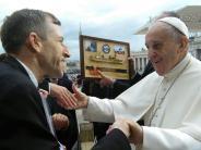 Aktion: Papst Franziskus ist begeistert von Bild aus Aichach