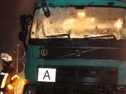 Polizeibericht: B300: Unfall mit drei Lastwagen