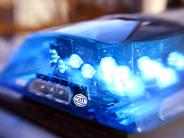 Aichach-Friedberg/Pöttmes: Auto bleibt nach Unfall auf Gleisen liegen