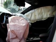 Polizei: Auto schlittert in Ehekirchen auf Verkehrsinsel