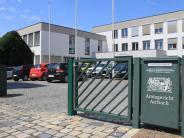 Aichach: Wachdienst-Mitarbeitergreift in Aichacher Bank in die Geldschublade