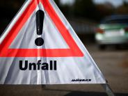 Aichach-Oberneul: Auffahrunfall auf der B300: Autofahrer flüchtet