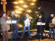 Benefizveranstaltungen: Köstlichkeiten am wärmenden Feuer bei Dorfweihnacht Todtenweis