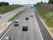 Polizei: A8 nach Unfall mit Lastwagen gesperrt: 90000 Euro Schaden