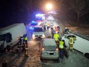 Aichach-Friedberg: Karambolage auf schneeglatter Straße - vier Verletzte