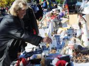 Einkaufen: Schuhe, Schals und alte Sachen