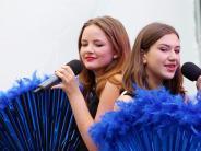 Musiksommer: Glamour und Blumenkinder vor der Stadthalle