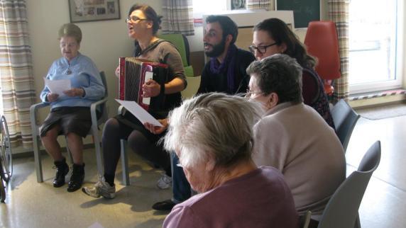 Kunst: Demenzkranke bieten Schauspielern Inspiration - Augsburger Allgemeine