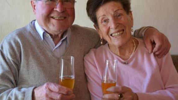 Diamantene Hochzeit: Ein Prosit mit Apfelsaft - Augsburger Allgemeine