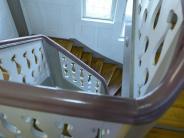 Wohnen: Treppenhaus reinigen: Wann Mieter putzen oder dafür zahlen müssen
